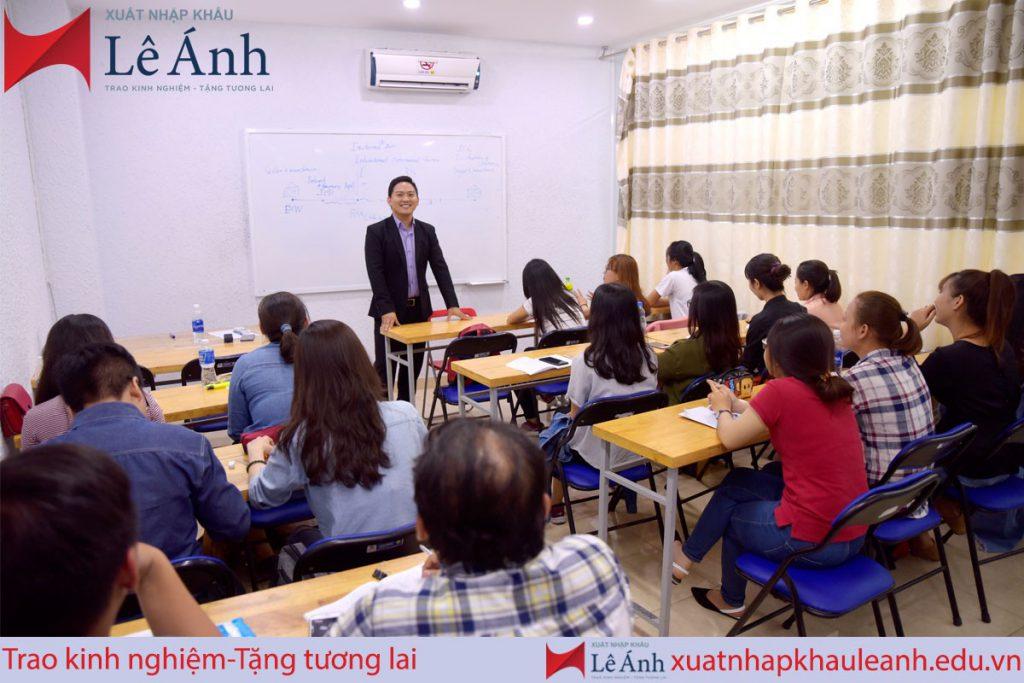 lớp học xuất nhập khẩu